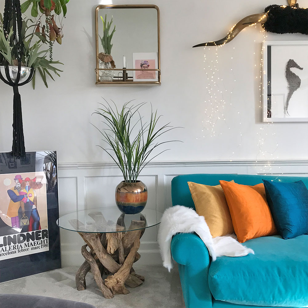 8M Vase and Cushions